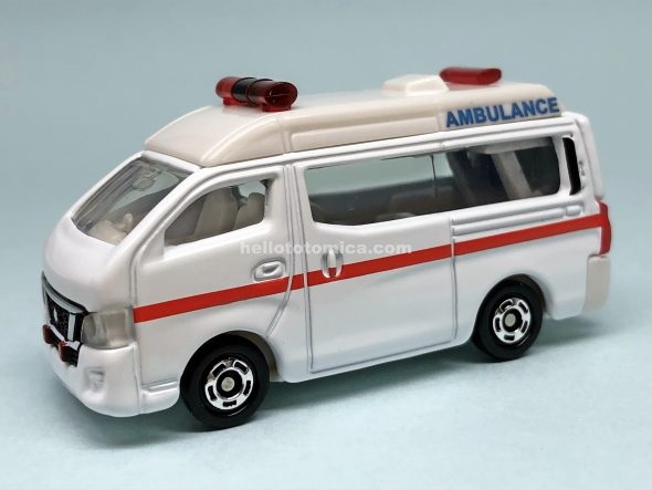 18-9 NISSAN NV350 CARAVAN AMBULANCE はるてんのトミカ