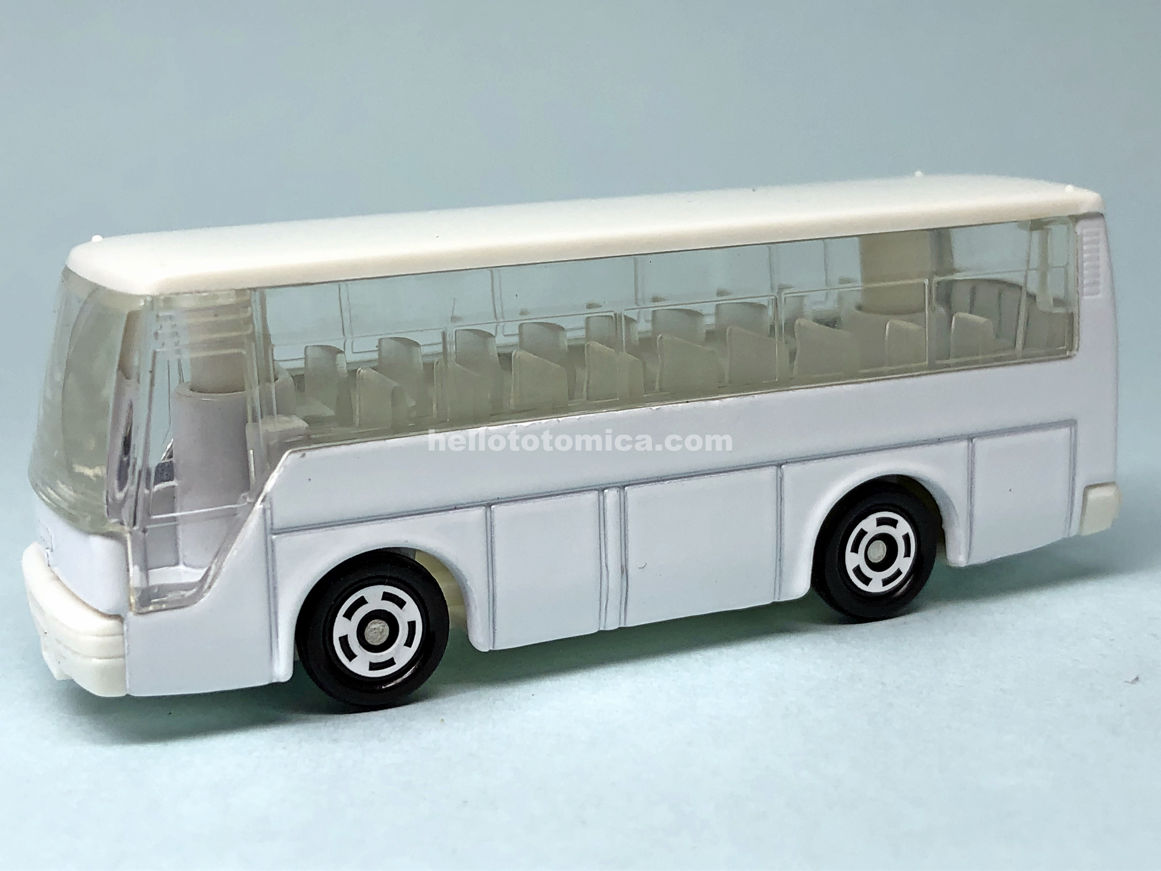 41-4 ISUZU SUPER HI-DECKERBUS