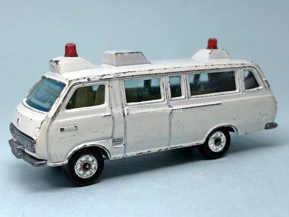 57-1 トヨタ RH18V型救急車 はるてんのトミカ